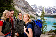 camping-friends-mountains-16590474